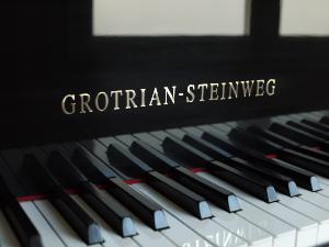 grotrian-300